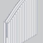 Vertikaljalousie mit einem scheitellosen Bogen.